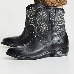 NIB Frye Billy Stud Western Short Ankle Boots 5.5
